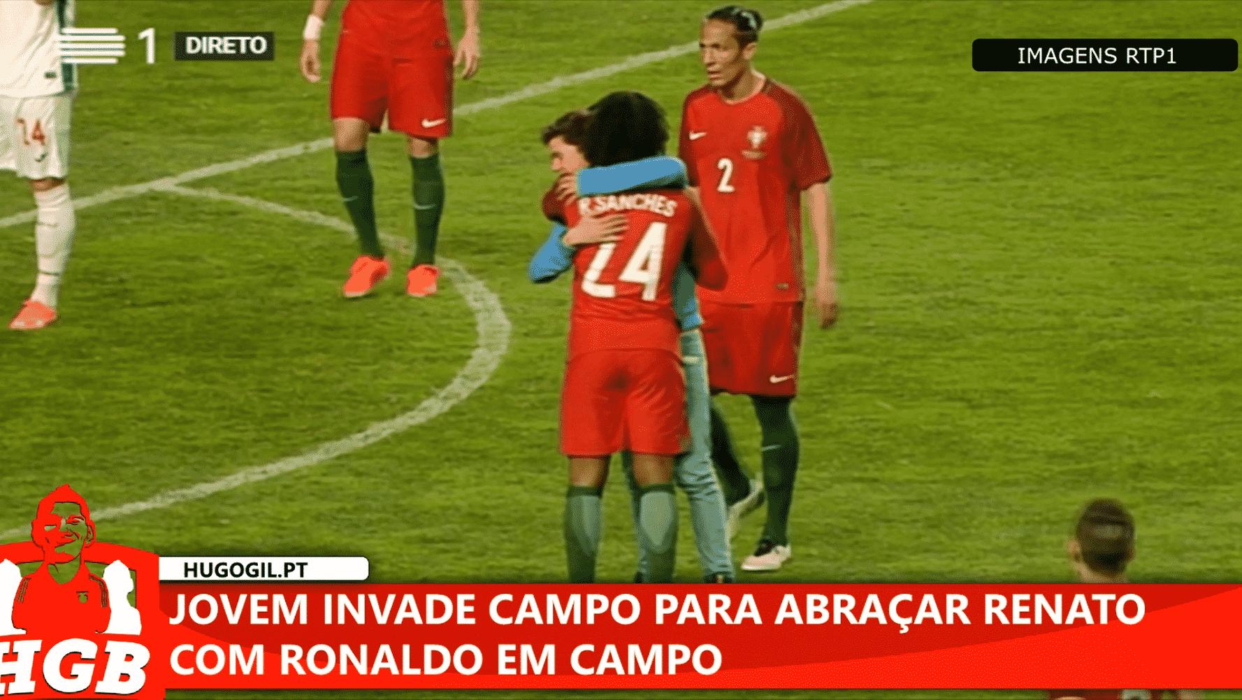 Jovem invade o campo para abraçar Renato Sanches com CR7 em campo