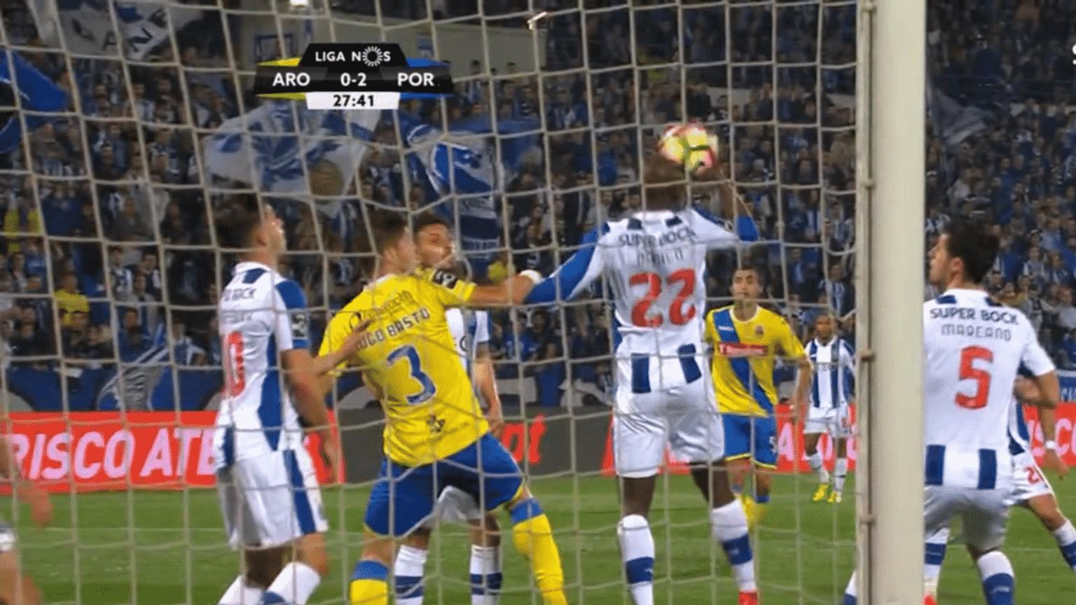9700e143a4 As armadilhas dão mais um penalti por assinalar contra o FC Porto ...