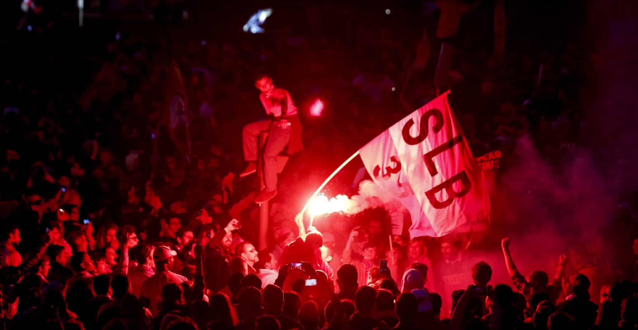 UEFA pode fechar o estádio da luz por tochas