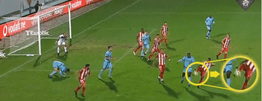 68d246150d Benfica mostra vídeo do lance de Danilo no Aves-FC Porto que prova que não  há penalti